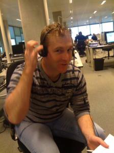Stefan luistert mee in het callcenter